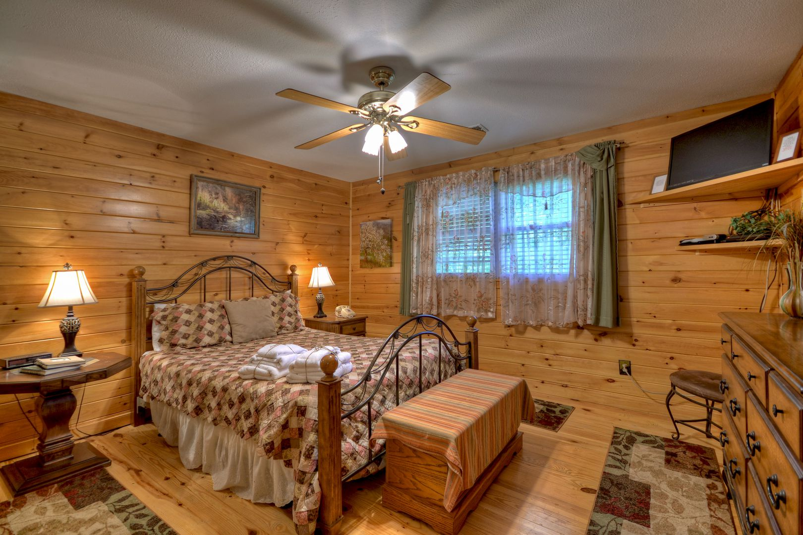Toccoa River Escape Rental Cabin | Cuddle Up Cabin Rentals on