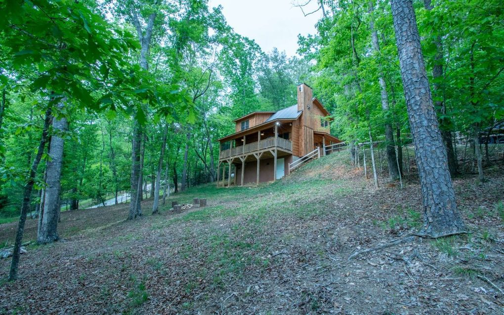 Deer Trail | North Georgia Cabin Rentals