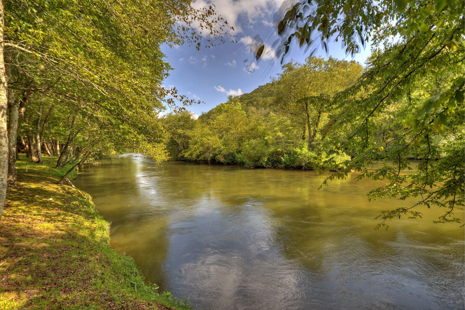 Toccoa River Escape Rental Cabin